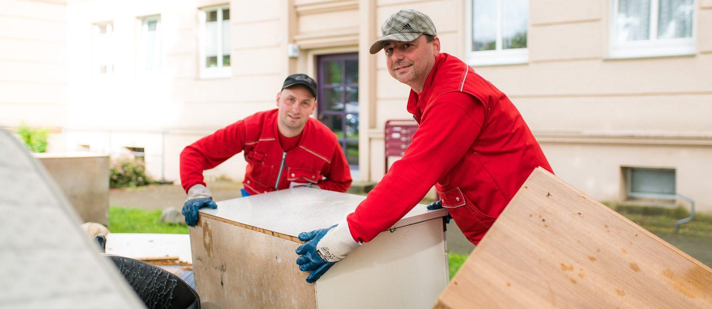 Müllsünden auf der Spur - 17 WIRO-Männer kontrollieren auf 450 Müllstellplätzen